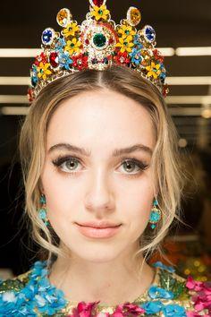 Dolce & Gabbana Fall 2017 Ready-to-Wear Beauty Photos - Vogue