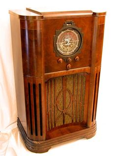 My parents had similar to this in the 50's Art-deco radio. Our cat climbed up inside near the tubes to keep warm in the winter.