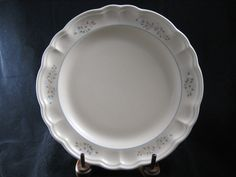 """Pfaltzgraff Remebrance Pattern 10 3/8"""" Dinner Plate Made in USA by RuthiesCollectables on Etsy"""