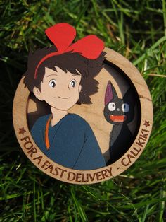 Création originale. Broche Kiki la petite sorcière en bois gravé, peinte à la main. Disponible sur Etsy.