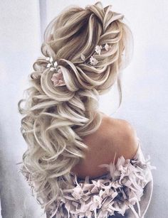 21 Adorable Wedding Hairstyles Trends for 2018. Still searching for gorgeous trends of wedding hairstyles? Browse this link to visit the awesome ideas of wedding and bridal haircuts look to wear on current wedding seasons. Just wearing the modern dresses and outfits is not enough, you also have to choose the best styles of haircuts on your big day for cute look.