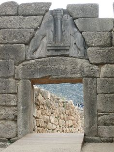 Lion's Gate at Mycenae Mycenae, Lions Gate, Greece Travel, Prehistoric, Travel Pictures, Art History, Garden Sculpture, My Arts, Adventure