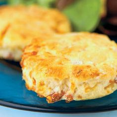 Country Ham and Cheese Biscuits Great for on the go, these country ham and cheese biscuits can be served for breakfast, brunch or a light lunch. - Making these for breakfast! What's For Breakfast, Breakfast Items, Breakfast Recipes, Breakfast Casserole, Ham And Cheese, Swiss Cheese, Country Ham, Good Food, Yummy Food