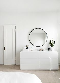 25 Perfect Minimalist Home Decor Ideas. If you are looking for Minimalist Home Decor Ideas, You come to the right place. Below are the Minimalist Home Decor Ideas. This post about Minimalist Home Dec. Minimalist Room, Minimalist Home Decor, Minimalist Interior, Modern Minimalist, Minimal Home, Bedroom Ideas Minimalist, Modern Interior, Minimalist Mirrors, White Interior Design