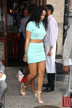Rihanna in Kiko Mizuhara for Opening Ceremony in NYC Rihanna Outfits, Fashion Outfits, Rihanna Clothes, Style Fashion, Kiko Mizuhara, Flower Skirt, Opening Ceremony, New Trends, Midi Skirt