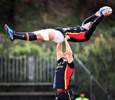 "Testosterone Thursday ""Sam Warburton Gets The T Levels Pumping, As He Hoists Luke Charteris For The Egg. Nice Shot Of Luke's Muscular Hindquarters, Too! Rugby League, Rugby Players, Football Players, Athletic Supporter, Athletic Men, Funny Sports Pictures, School Pictures, Sports Humor, Soccer Humor"