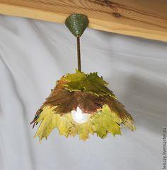 Купить Букет кленовых листьев - светильник для веранды на латунном подвесе - оранжевый, керамический плафон
