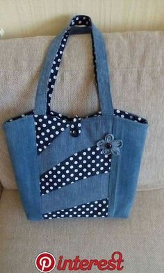Pin by Sharon Witney on Denim upcycling patterns & ideas – Denim Diy – Denim Denim Tote Bags, Denim Purse, Patchwork Bags, Quilted Bag, Jean Purses, Purses And Bags, Bag Quilt, Bow Bag, Denim Crafts