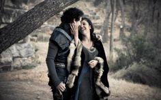 Game of Thrones Pre-Wedding Shoot and Custom Wedding Box by Fandi.es
