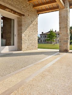 #Pavimento Sassoitalia® - patio sottoportico #outdoor #stylish #home