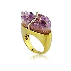 Side view of the Kara Ross Pangea ring in gold with raw amethyst and diamonds