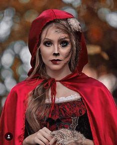 Halloween Inspo, Halloween Makeup Looks, Halloween Make Up, Red Riding Hood Makeup, Red Riding Hood Costume, Pregnant Halloween Costumes, Halloween Cosplay, Steampunk Wedding Themes, Maquillaje Halloween