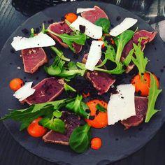 Ξ  τ α τ α κ ι  Ξ  MERCIII LES AMIS  !! Petite table de 11 au Resto hier !! Bonne ambiance et bonne chaire .... What else ?!  Tartare de daurade noisette cranberries et tatami thon piment parmesan .. Super miam !! #feelgood #tataki #tuna #friends #happymoments #goodtimes #resto #tbc #topbodychallenge #tennis #pilates #fitfam #healthy #fitgirl #foodlover #cooking #bienmanger #mangersain #strongnotskinny #tasty #cleanfood #cleaneating #fitfam #mangermieux #goodfood #mangerbouger #healthylife…