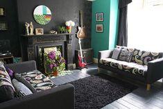 Black Walls in the Livingroom