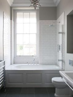 Badezimmer Small Bathroom Tub Shower Combo Ideas How Contemporary Office Furniture Can Help Your Bathtub Shower Combo, Shower Over Bath, Bathroom Tub Shower, Bathroom Renos, Bathroom Interior, Bathroom Remodeling, Remodeling Ideas, Shower Window, Small Bathroom With Tub