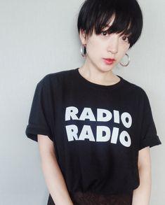 高山都さんはInstagramを利用しています:「日曜日のラジオが好きです。(TOKYO FM) 山下達郎さんに、今月は平井堅さん、YUKIさんの番組も大好き。 なんだか近く感じられるから不思議だよね。 ってことで、今日はRADIOなTシャツ。 @tangtang_design…」 Tomboy Hairstyles, Shot Hair Styles, Salon Style, Hair Inspiration, New Look, Black Hair, Hair Cuts, Hair Beauty, Hair