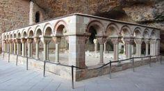 San Juan de la Peña, Pirineo Oscense - Panorámica del Claustro Románico del S. XII