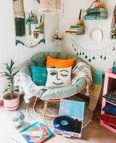 Quando eu crescer minha casa vai ser igual o instagram da @urbanoutfitters 💁🏾 amo muito! . . . . . #demudança #decor #homedecor #decoração…