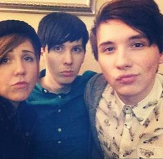 how have I never seen Hannah, Phil, and Dan doing the duck face before????…