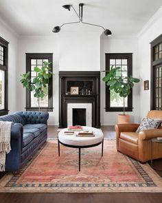 Mug Design, Home Design, Casas Magnolia, Joanna Gaines Rugs, Joanna Gaines Living Room Decor, Joanna Gaines Design, Joanna Gaines House, Dark Trim, White Rooms