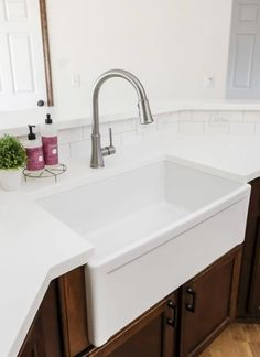 Curious about fireclay? I'm spilling all the details about the pros and cons i..., #Cons #Curious #Details #Fireclay #Pros #spilling Farmhouse Bathroom Sink, Fireclay Farmhouse Sink, Farmhouse Decor, Fireclay Sink, Apron Sink Kitchen, Kitchen Sinks, Farmhouse Furniture, Farmhouse Ideas, Modern Farmhouse