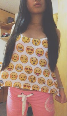 That shirt! It's a emoji shirt Smileys, Teen Fashion, Love Fashion, Fashion 2014, Spring Fashion, Emoji Shirt, Emoji Top, Summer Outfits, Cute Outfits