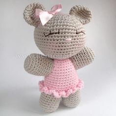 Handmade amigurumi in a beautiful packaging. Crochet Quilt, Crochet Bear, Love Crochet, Crochet Animals, Diy Crochet, Crochet Toys, Crochet Amigurumi Free Patterns, Toy Craft, Amigurumi Doll