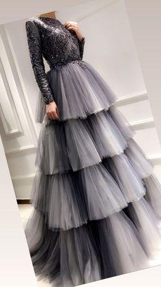 Lazazagülc the to design it is Hijab Evening Dress, Hijab Dress Party, Lehnga Dress, Evening Dresses, Prom Dresses, Formal Dresses, Pageant Gowns, Midi Dresses, Lehenga