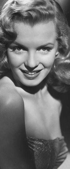 1949: Marilyn Monroe