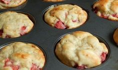 Strawberry Banana Greek yogurt muffins 2 points each Ww Recipes, Skinny Recipes, Muffin Recipes, Breakfast Recipes, Cooking Recipes, Loaf Recipes, Banana Recipes, Recipies, Ww Desserts