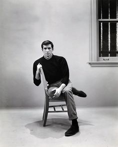 20 Black and White Photos of Anthony Perkins as Norman Bates in Alfred Hitchcock's Psycho ~ vintage everyday Norman Bates, Anthony Perkins, Alfred Hitchcock, I Movie, Movie Stars, Tony Curtis, Star Wars, Marlon Brando, Scene Photo