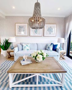 ( ・・・ Guess what? I've done another wonderful home tour for you 💃. This one is so lovely and fresh, loved the decor and the open plan living💙. I've just posted it on my IGTV so let me know what you think! Hamptons Style Homes, Hamptons House, Beach Cottage Decor, Coastal Decor, Gold Coast, House Color Palettes, Coastal Living Rooms, Cozy House, Decoration