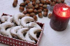 Wenn Du zu Weihnachten knusprige, zarte, süße Foodpunk Weihnachtsplätzchen genießen möchtest, kannst Du sie hier bestellen :-)  Die Plätzchen-Mischung enthält Florentiner, Macarons, Nussecken, Kokosmakronen, Butter-Plätzchen und ein paar Überraschungen ;-)