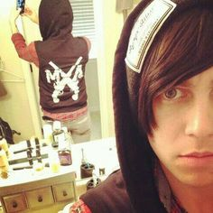 Show Us Your Good Side: Kellin Quinn of Sleeping With Sirens Emo Bands, Rock Bands, Bae, Hollywood Undead, Sleeping With Sirens, Kellin Quinn, Pierce The Veil, Pop Punk, Baby Daddy