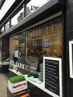 Foodies try a wheatgrass shot @ LITE/DARK | #Amsterdam center