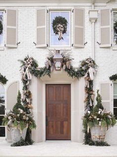 Neutral outdoor garland and topiaries by a gorgeou… – The Best DIY Outdoor Christmas Decor Christmas Front Doors, Christmas Porch, Noel Christmas, Christmas Wreaths, Houses Decorated For Christmas, Christmas Entryway, French Christmas, Primitive Christmas, Country Christmas