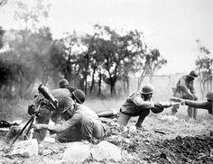 Soldados brasileiros atacam os alemães que estão entrincheirados aos arredores de Monte Castello com seus morteiros. Dia 14 de Janeiro de 1945.