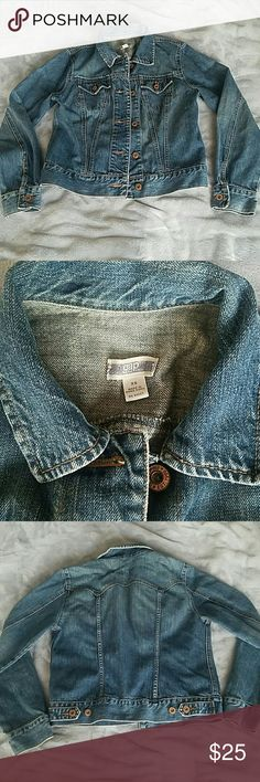 Gap classic denim jacket Denim jacket from gap in a classic wash. Perfext spring jacket to wear over dresses! Great used condition. No stains or rips. GAP Jackets & Coats