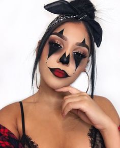 It's time to organise the best Halloween party! Check this list on Halloween party ideas: from DIY decoration ideas to party activities. Spooky Halloween, Rosto Halloween, Halloween Looks, Halloween Party, Halloween 2019, Maquillage Halloween Clown, Halloween Makeup Clown, Cute Clown Makeup, Scary Makeup