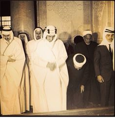 King faisal praying in the mosque of Alaqsa in Palestine, with Prince Mohammad and kid Hussain god rest their souls and prince nawaf  . الملك فيصل وهو يصلي في المسجد الأقصى رحمه الله