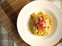 Linguini Carbonara com tapenade de trufa negra e presunto de parma no lugar do bacon Linguine Carbonara, black truffle tapenade and parma ham instead of bacon  #tasty #food #homemade #pasta