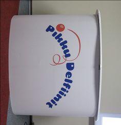 Iso messupöytä Pikku Delfiinit Hae tarjousta eri kokoisilla pöydille: http://www.liikelahja-toimisto.fi/fi/messupoyta/20575/Messup%C3%B6yt%C3%A4+Iso-STKONVS.html