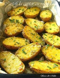 Cartofi la cuptor cu rozmarin ~ Culorile din farfurie Supper Recipes, Appetizer Recipes, Vegetarian Recipes, Cooking Recipes, Healthy Recipes, Vegetarian Lunch, Food Design, Helathy Food, Food Porn