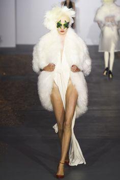 Gareth Pugh Spring 2016 Ready-to-Wear Fashion Show - Yumi Lambert