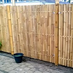 Discover the best Bamboo Screening. Buy your Giant Bamboo Fence Panel 180 x 180 cm at Bamboo Import Europe. Bamboo Garden Fences, Bamboo Privacy Fence, Bamboo Fencing Ideas, Bamboo Ideas, Bamboo Poles, Bamboo Wall, Giant Bamboo, Bamboo House Design, Bg Design