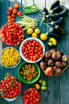 Top Tips for Growing Tomatoes. Pick sure things. All are easy to grow if they're adapted to your region. In climates with a short or cool summer (at high altitudes and along the coast, for example), long-season beefsteak types won't ripen well, but shorter-season varieties will. Cherry (salad) tomatoes are almost foolproof there and elsewhere in the West.