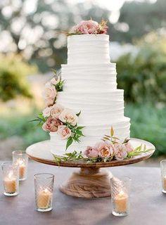 Fabulous Spring Wedding Cakes for 2020 Fabulous Spring Wedding Cakes for 2020 - Zach's Cabin Winter Weddding Wedding Cake Roses, Black Wedding Cakes, Floral Wedding Cakes, Beautiful Wedding Cakes, Wedding Cake Designs, Wedding Cake Toppers, Beautiful Cakes, Wedding White, Spring Wedding Cakes