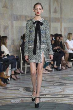 http://www.vogue.com/fashion-shows/fall-2017-couture/giambattista-valli/slideshow/collection