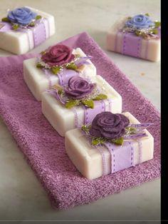 Toalha lavabo e sabonetes