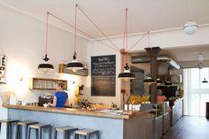 Brilliant variable height lighting idea at Klippkroog, Hamburg via iGNANT Cafe Restaurant, Restaurant Design, Restaurant Ideas, Hotel Design Architecture, Amazing Architecture, Cafe Interior, Interior Design, Brunch Places, Café Bar